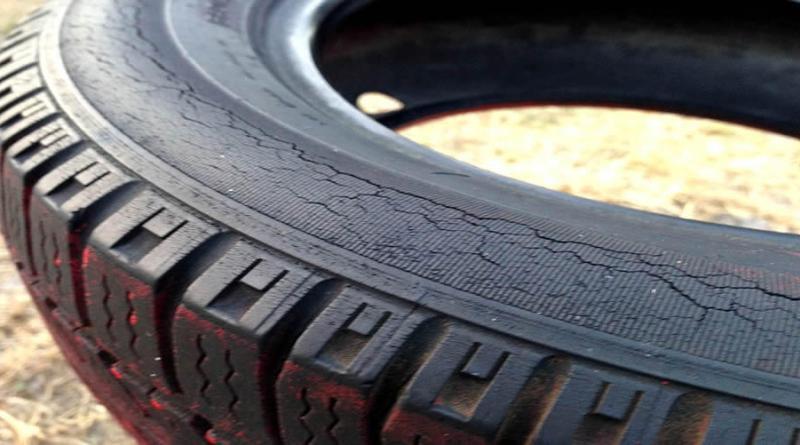 pneu antigo rachado